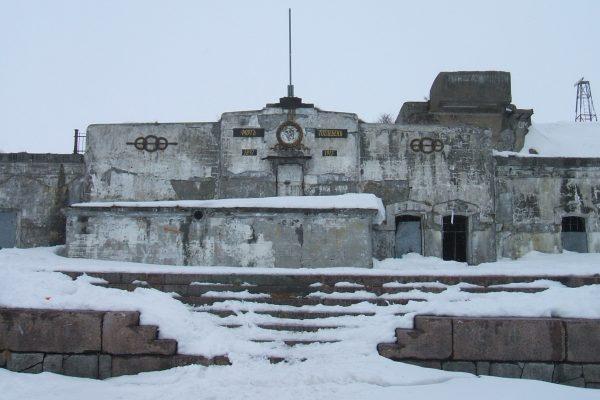 1920px-Главный_портик_форта_Тотлебен
